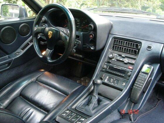 928 Cockpit