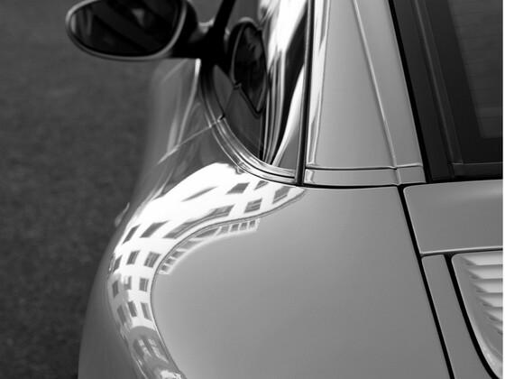 Targa in schwarz-weiß