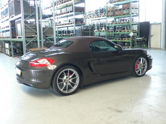 Porsche geschlossen Seite rechts hinten.JPG
