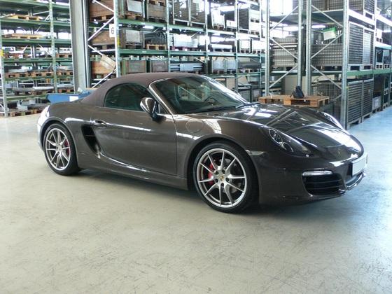 Porsche geschlossen Seite rechts vorn.JPG