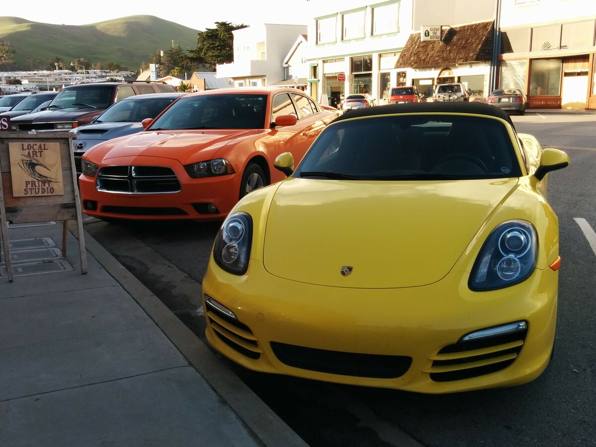 Boxster und Dodge Charger