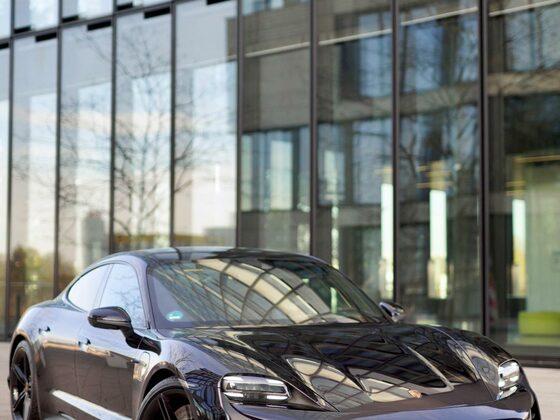 Porsche Taycan schwarz