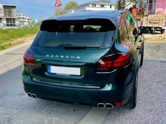 Porsche Cayenne E2 958 in Jetgrün