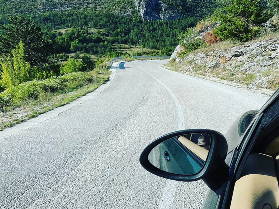 Kurven in den Bergen von Kroatien