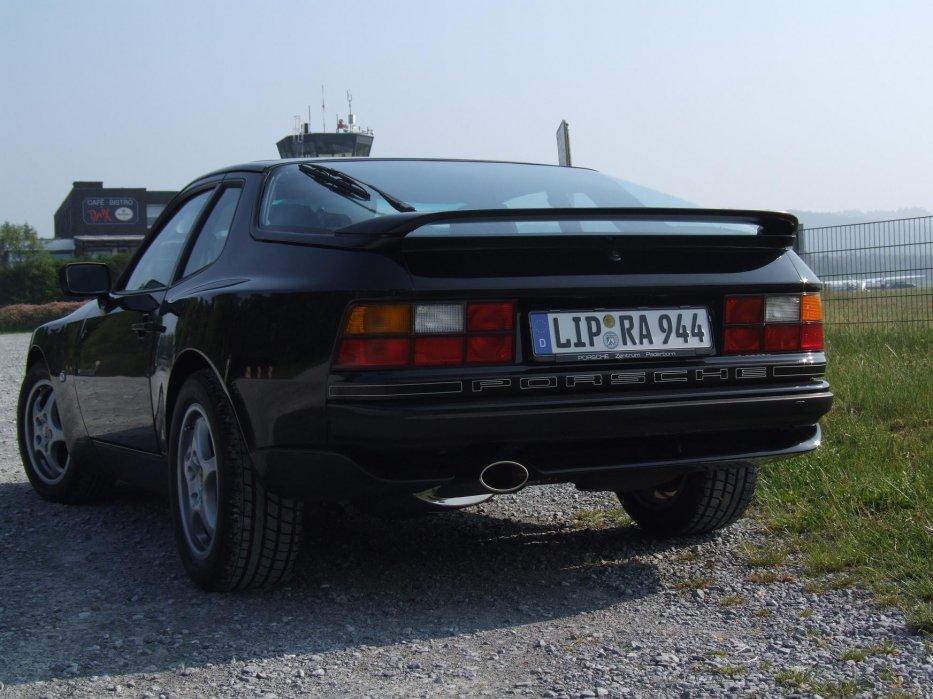 944 S2 glanzschwarz1