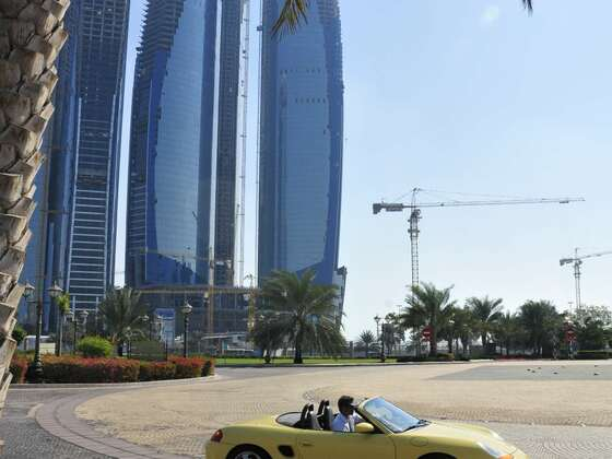 Boxster offen vor Emirates Palace