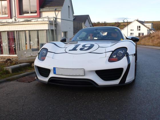Porsche_ 918_Spyder_Vorne.jpg