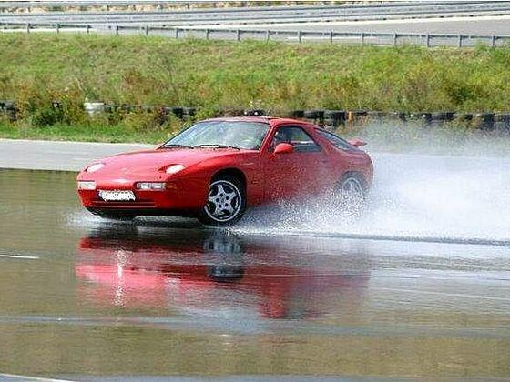 Boxberg drift red 928 GTS