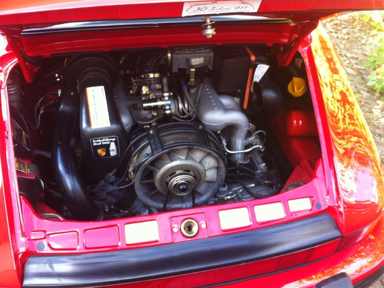 Wie kann ein über 30 Jahre alter Motorraum so sauber sein?