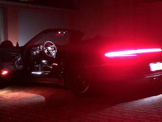 Nachts vor der Garage