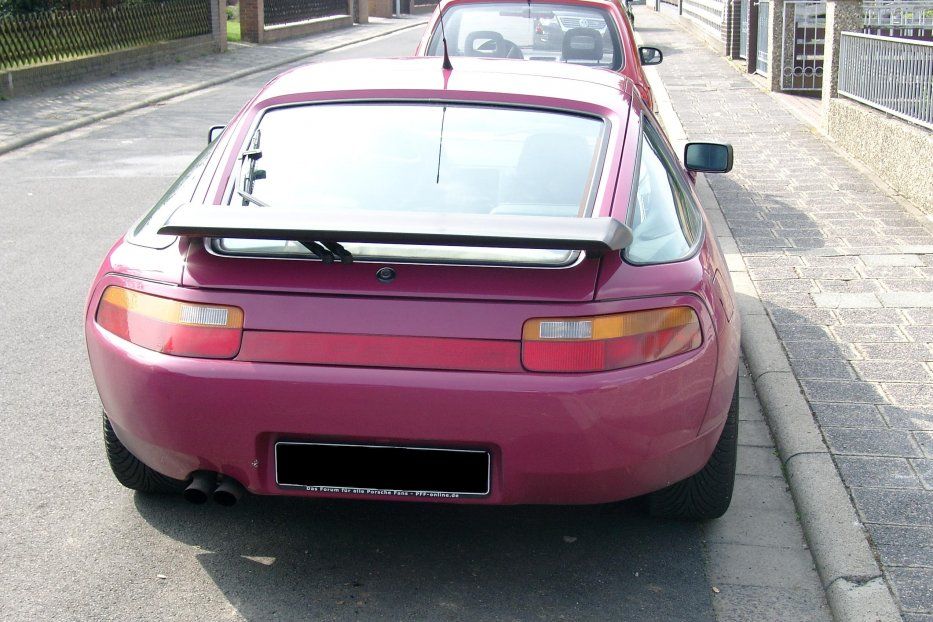 928 GT sternrubinrot, Heck