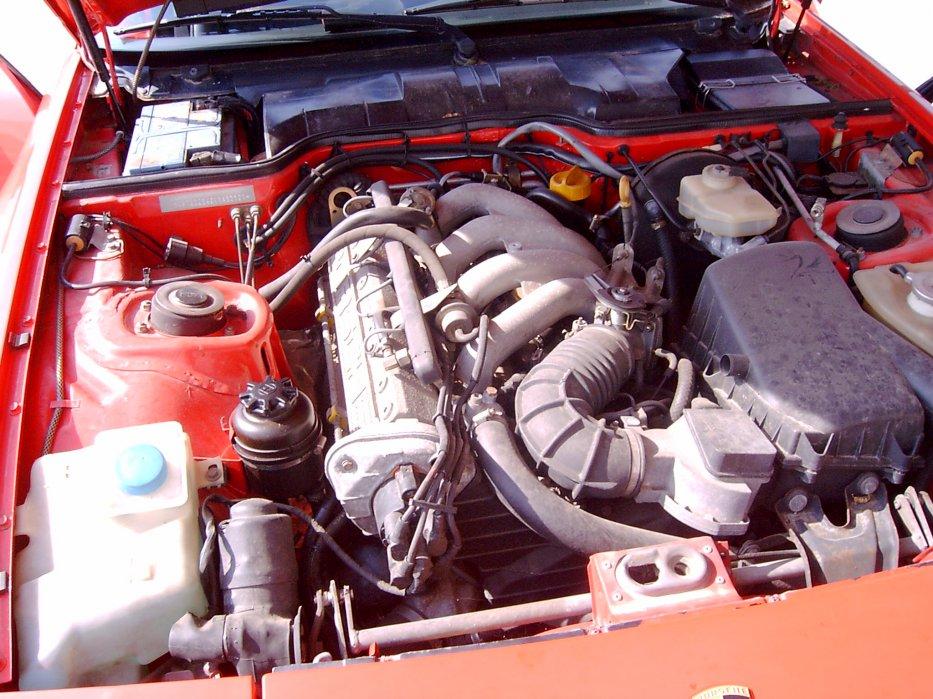 Motorraum_944