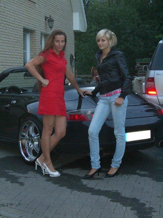 C4 in schwarz und meine Frau in Rot (3) ;)